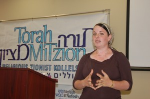Jewish women speaks in front of a crowd