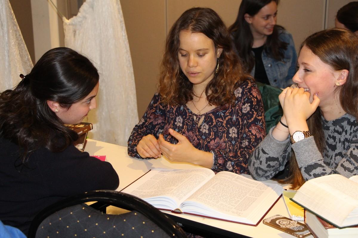 Jewish women in Torah class
